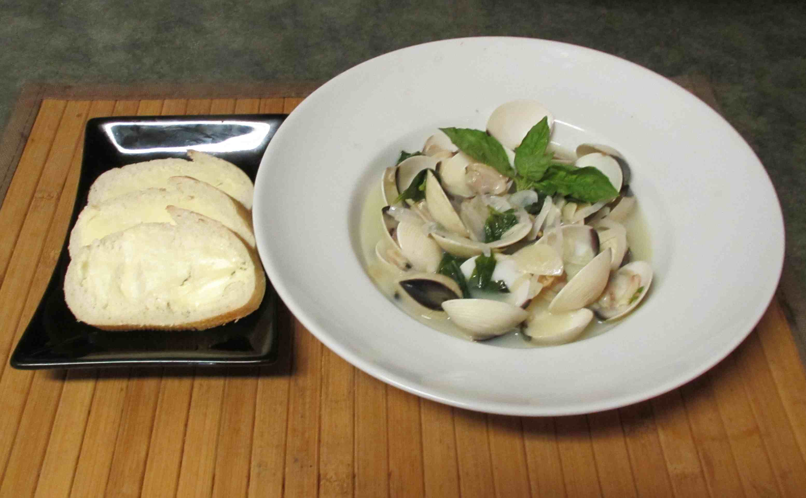 Experiment: Clams with White Wine and Basil | Sybaritica