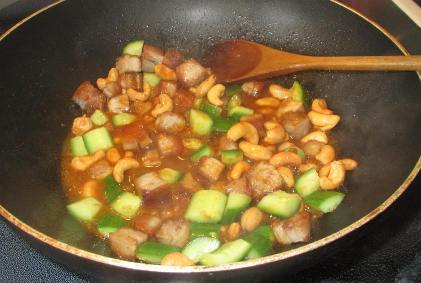 Spicy Pork with Cashew and Cucumber 4