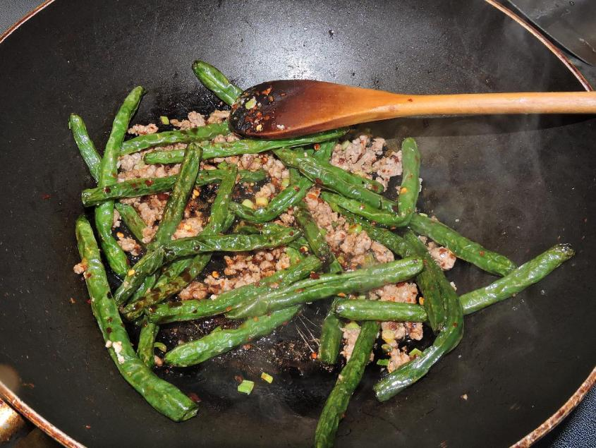 Sichuan Dry-Fried Green Beans 8