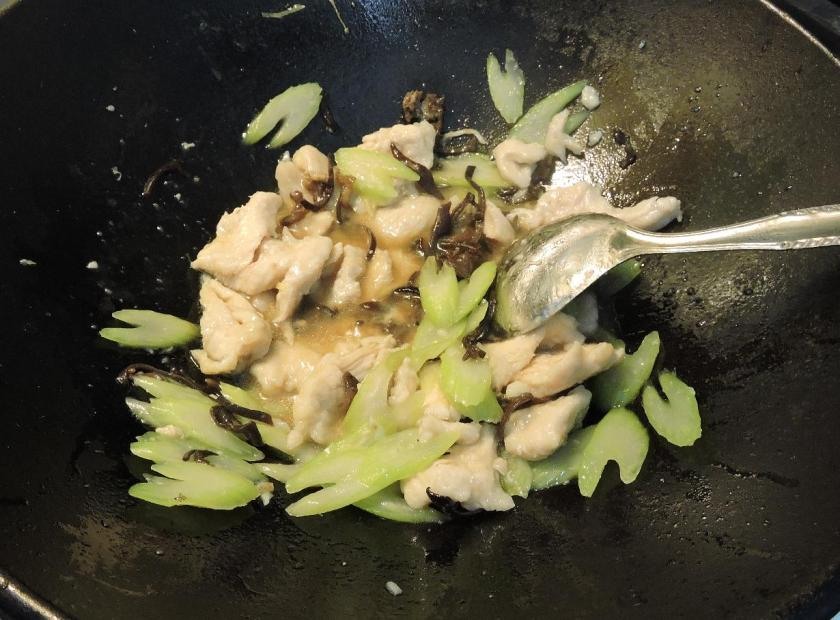 Chicken with Tree Ears and Celery 04
